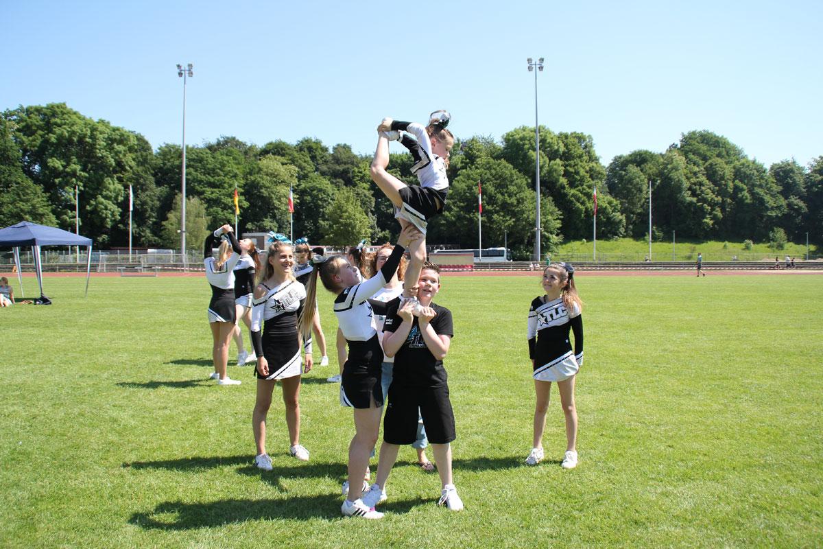 cheerleader musik